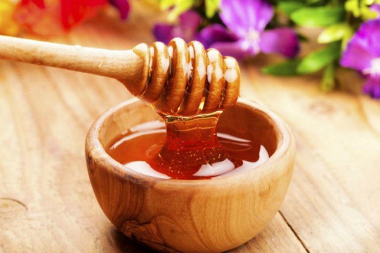 Mật ong chứa nhiều thành phần vitamin và khoáng chất tốt cho sức khỏe sinh lý nam giới