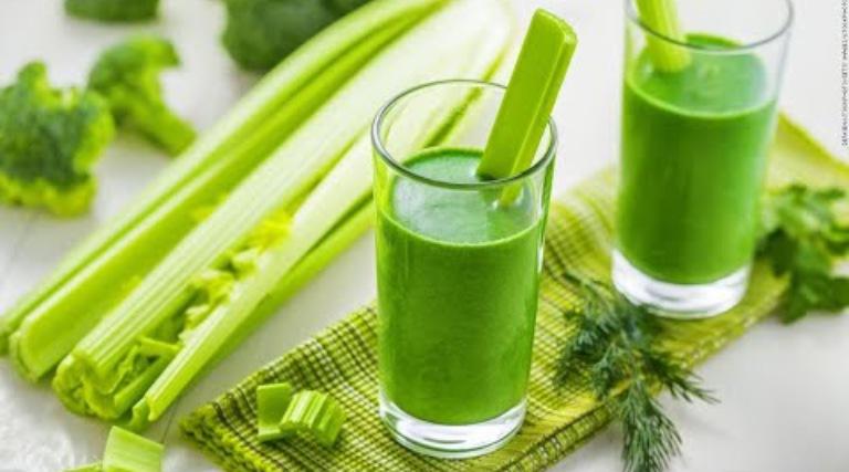 Chữa yếu sinh lý nam bằng cách uống nước ép cần tây đều đặn mỗi ngày