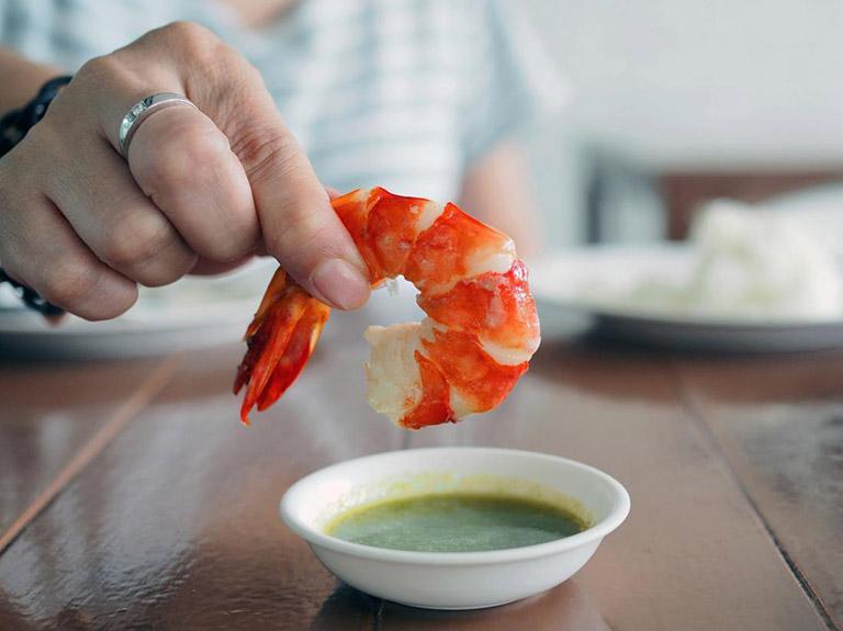 đau dạ dày có ăn được hải sản
