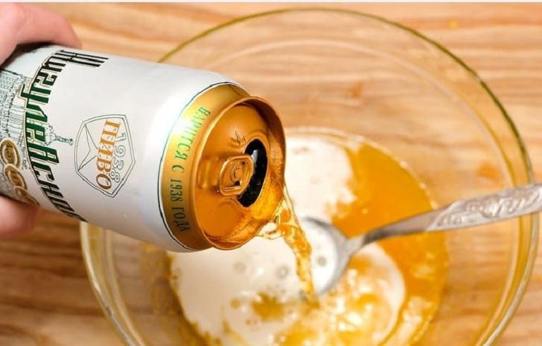 Gội đầu bằng bia và sữa chua giúp giảm tình trạng ngứa do gàu gây ra