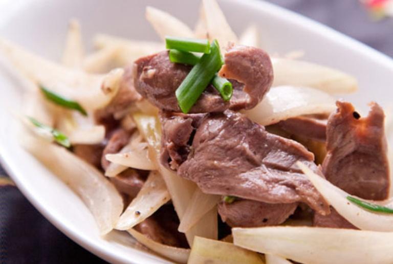 Hành tây xào cật heo là món ăn bổ sung dinh dưỡng cho cơ thể và hỗ trợ chữa bệnh