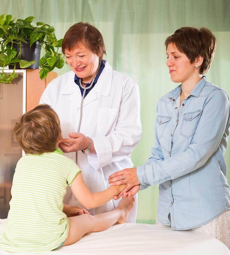 Sử dụng phương pháp tây y để chữa hắc lào cho bé