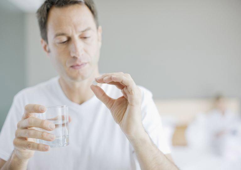 Sử dụng thuốc bổ thận tráng dương cần tuân theo chỉ dẫn của bác sĩ hoặc nhà sản xuất
