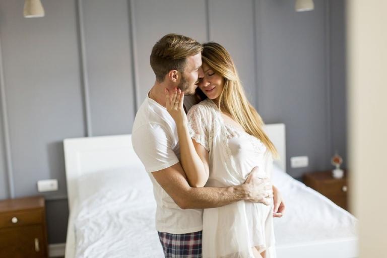 Mẹ bầu có ham muốn tình dục mạnh mẽ ngay từ những tháng đầu tiên của thai kỳ