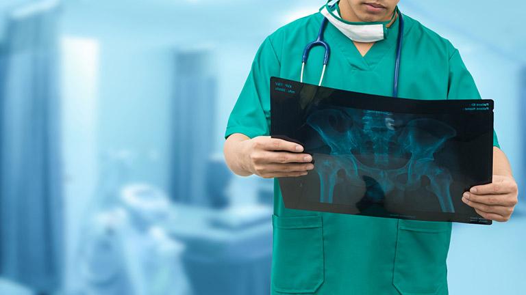 chi phí phẫu thuật gai cột sống