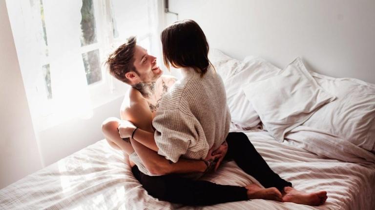 Quan hệ tình dục là một trong những cách giúp cả hai hâm nóng hạnh phúc, trau dồi tình cảm