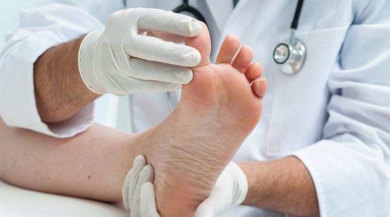 Ngón chân cái sưng đỏ