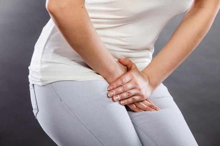 Viêm nhiễm ở đường tiết niệu gây nên những khó chịu cho vùng kín của người bệnh