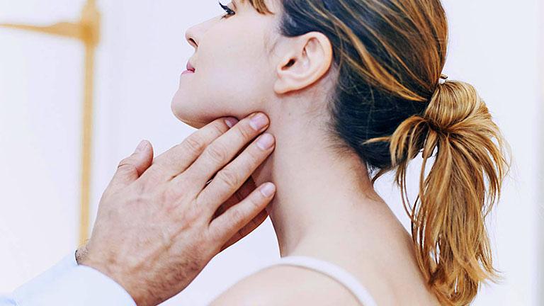 Không nên tự ý chích rạch hạch ở sau tai