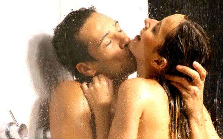 Yêu khi có kinh trong nhà tắm giúp đảm bảo vệ sinh, tránh ảnh hưởng đến tâm lý sau này