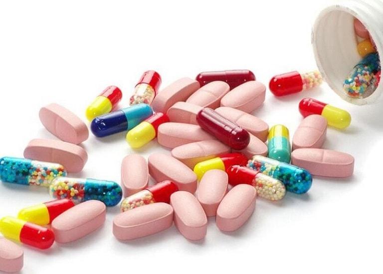 Không ít nam giới lựa chọn dùng thuốc Tây để khống chế bệnh tình