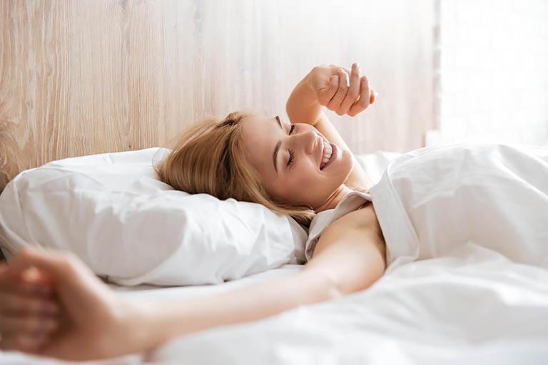 Duy trì thói quen thức dậy đúng giờ mỗi ngày