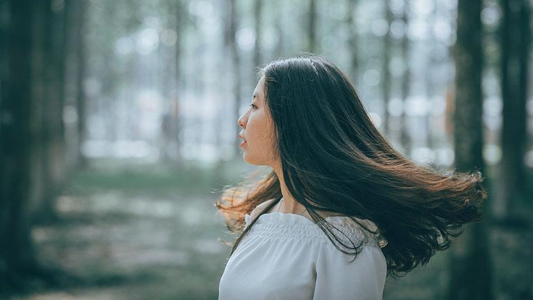 Đội tóc giả hoặc nối tóc có thể giúp người bị rụng tóc, hói đầu cải thiện ngoại hình