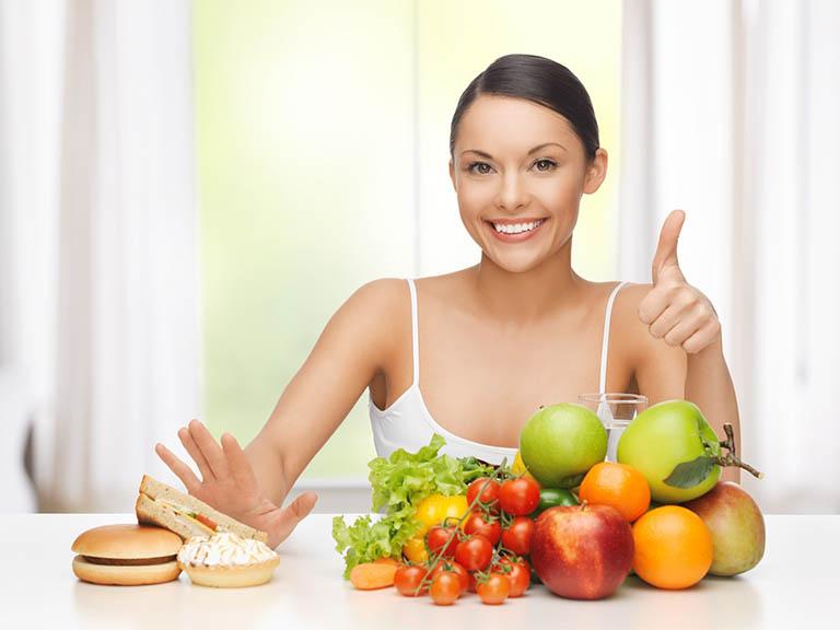 Chế độ dinh dưỡng hợp lý sẽ cải thiện tình trạng rụng tóc của các bà mẹ
