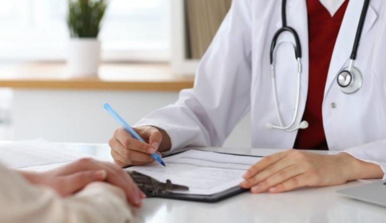Thăm khám bác sĩ để được hướng dẫn điều trị chuyên khoa giúp mang lại hiệu quả tích cực