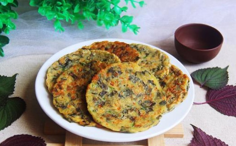 Dùng kết hợp tía tô với trứng chiên để tạo thành món ăn thơm ngon sử dụng cho người bị gout