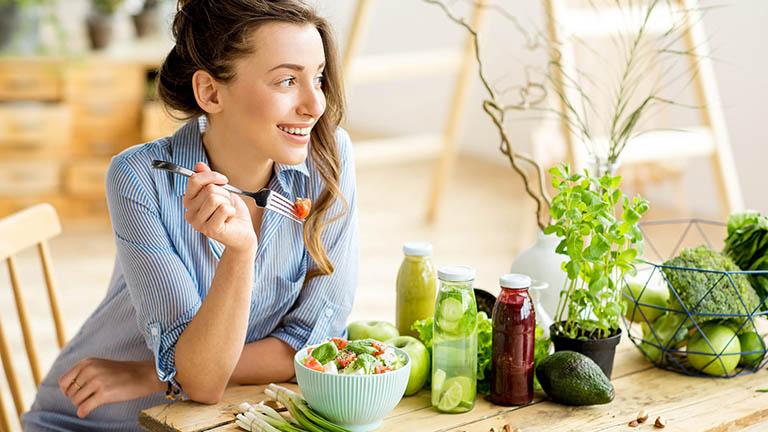 Viêm đường tiết niệu có thể kiểm soát và phòng tránh bằng một chế độ ăn uống cân bằng