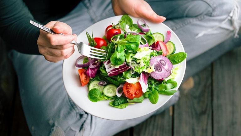 Nên duy trì một chế độ ăn uống lành mạnh ngay cả khi bạn khỏe mạnh