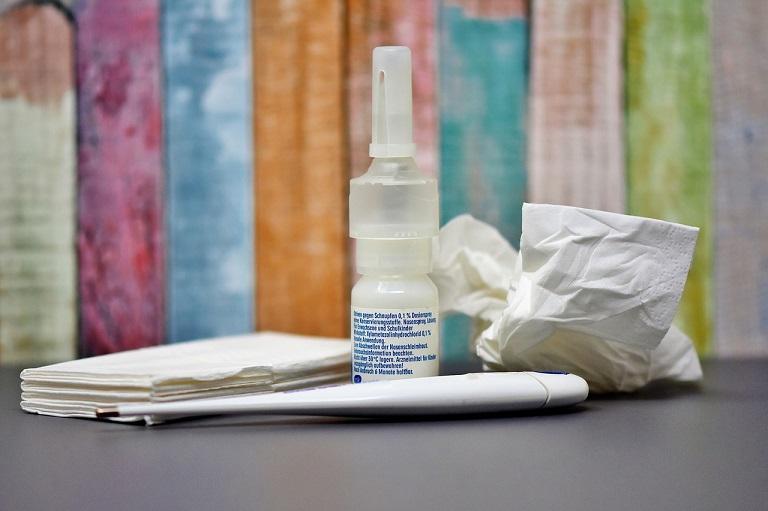 Viêm mũi dị ứng theo mùa sử dụng nhiều loại thuốc Tây y để điều trị từng triệu chứng