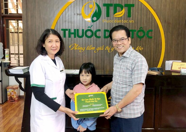 NS Trần Nhượng và cháu gái được chữa khỏi bệnh dạ dày tại Trung tâm Thuốc dân tộc