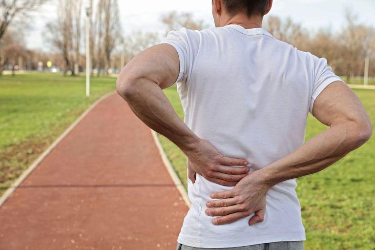 Đi bộ đúng cách giúp giảm đau nhức lưng và hỗ trợ phục hồi xương khớp