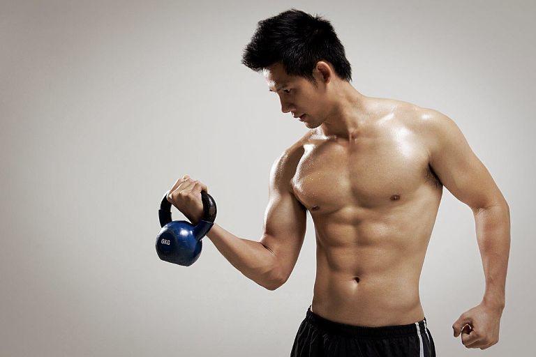 Tập thể hình bị đau lưng là tình trạng thường gặp tuy nhiên nó cũng cảnh báo bạn mắc một số bệnh xương khớp nguy hiểm