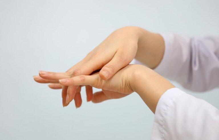 Biểu hiện của bệnh tê bì các đầu ngón tay