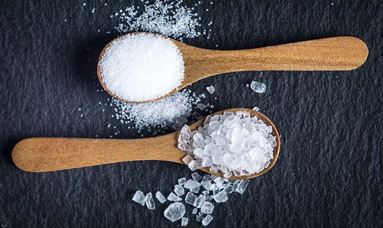 cách trị huyết trắng bằng muối