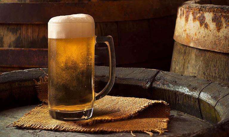 Bia có tác dụng giảm số lượng tóc rụng, nuôi dưỡng tóc mềm mượt và bóng khỏe