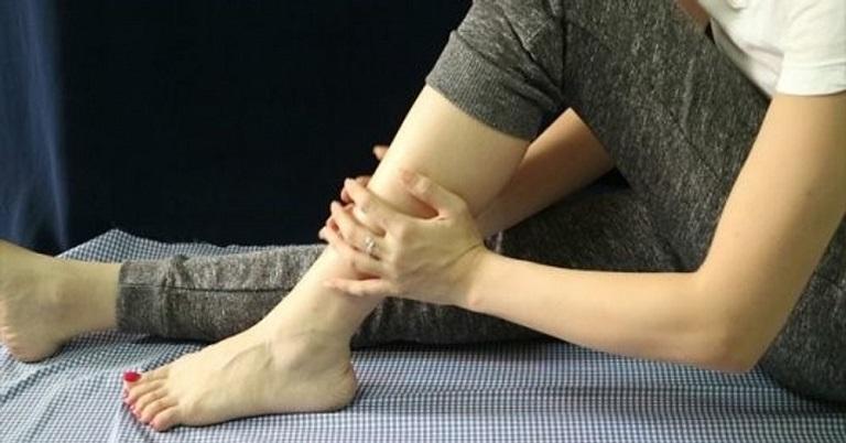 Nguyên nhân của tình trạng ngồi lâu bị tê chân