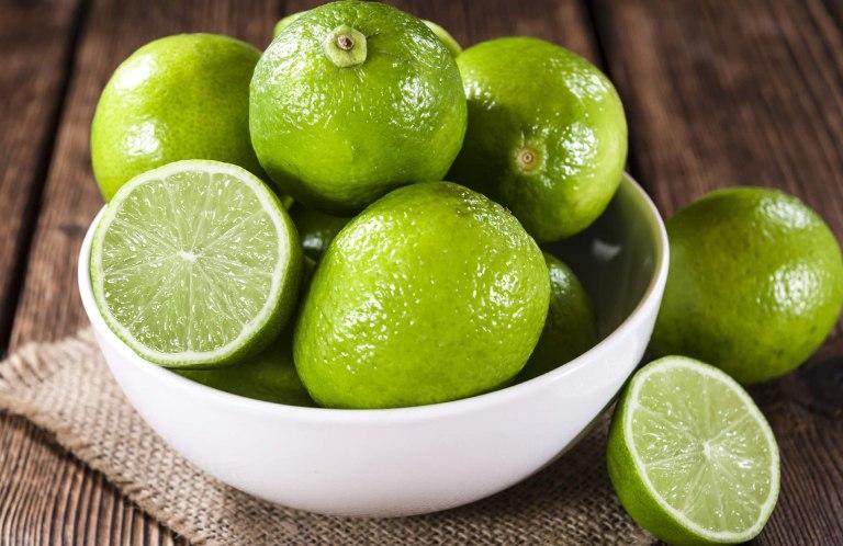 Chanh tươi có hàm lượng acid rất dối dào, thích hợp dùng để trì hoãn thời gian hành kinh