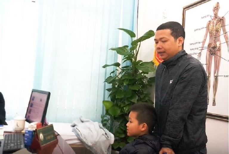 Cha con anh Tân đã đi tới nhiều bệnh viện, phòng khám nhưng bệnh của bé Trunng vẫn không khỏi