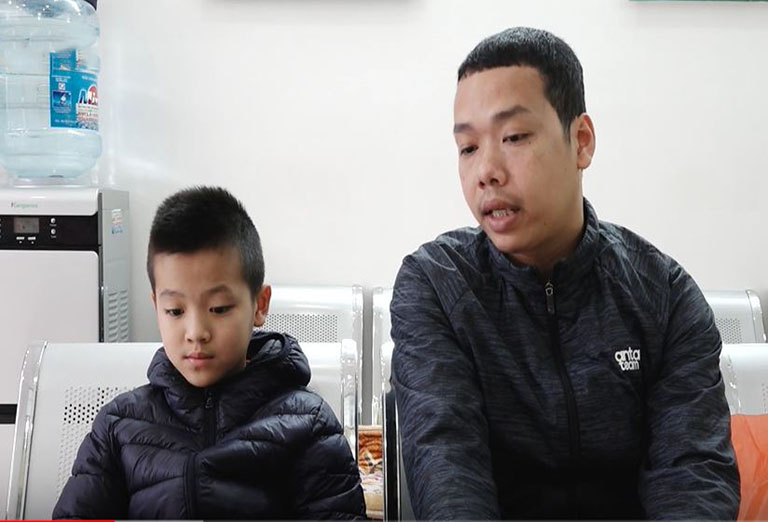 Tìm đến Trung tâm Thuốc dân tộc, bé Trung đã được điều trị thành công