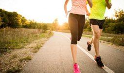 Bị đau lưng có nên đi bộ, chạy bộ? Làm sao mới tốt?