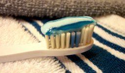 Dị ứng kem đánh răng do đâu