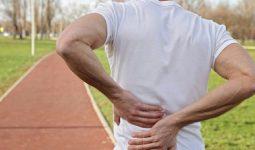 Đứng lâu bị đau lưng là triệu chứng thường gặp