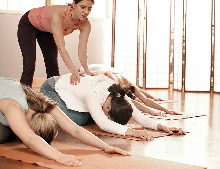 Người bệnh nên khởi động cơ lưng trước khi tập để hạn chế tổn thương