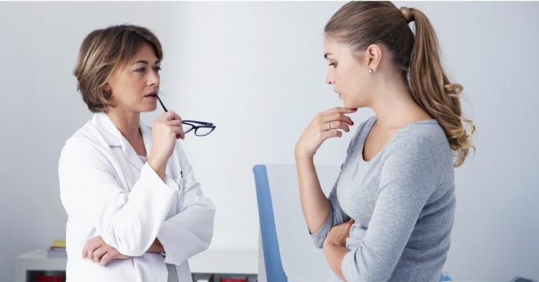 Khi đi khám phụ khoa cần nói rõ với bác sĩ về triệu chứng bất thường bản thân gặp phải