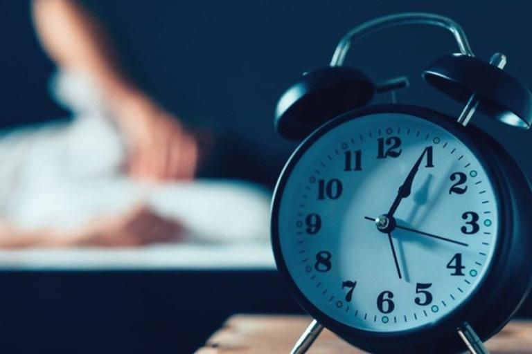 Mất ngủ kinh niên là tình trạng không đảm bảo chất lượng và thời gian ngủ trong thời gian dài