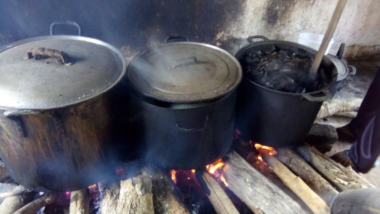 Nấu cao gắm dùng để chữa bệnh gout và các bệnh lý về xương khớp khác