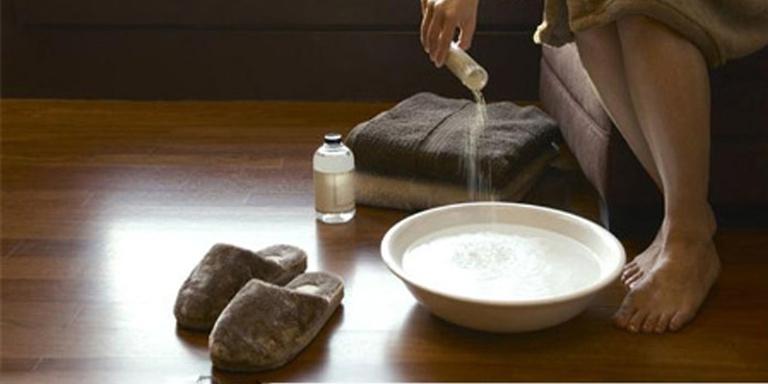 Chữa viêm lộ tuyến cổ tử cung độ 2 bằng cách ngâm rửa vùng kín