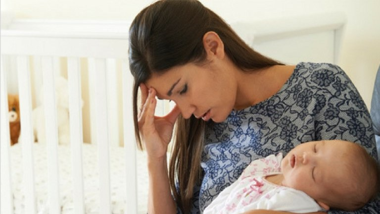 Phụ nữ sau sinh thường cảm thấy mệt mỏi chỉ muốn nghỉ ngơi, nên hay né tránh quan hệ với chồng