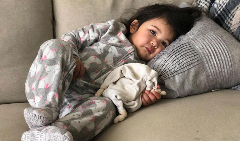 Trẻ đau bụng quanh rốn và nôn