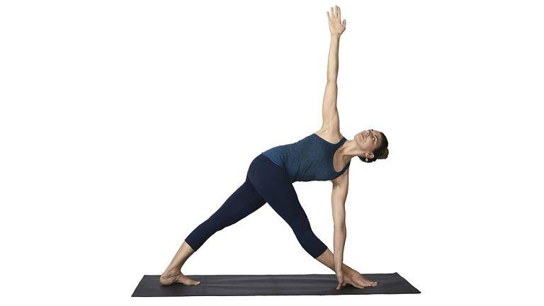 Bài tập tư thế tam giác mở rộng giúp kéo giãn cột sống lưng