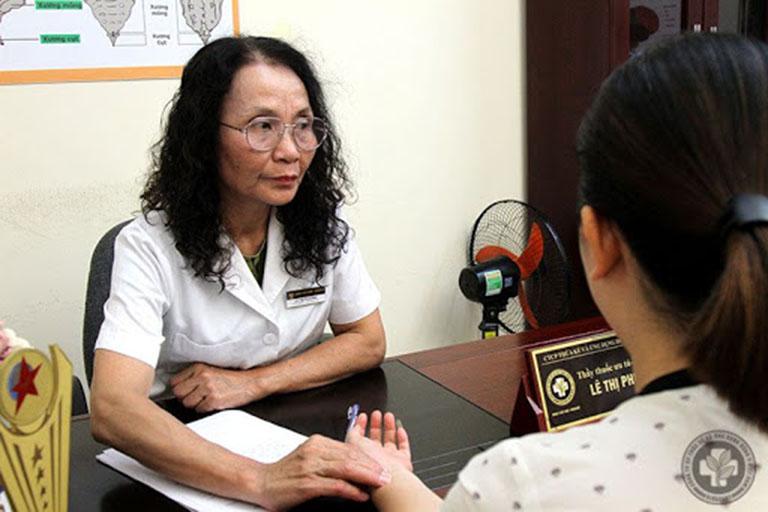 Bác sĩ Lê Phương - Người đã khám và điều trị viêm xoang cho Hà Trang