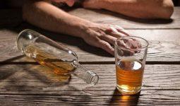 Uống rượu bị tê chân tay là hiện tượng thường gặp