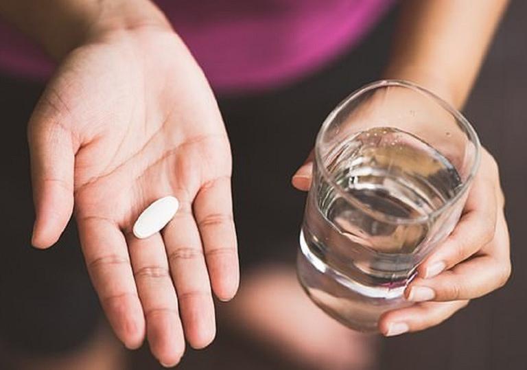 Cải thiện các triệu chứng trên da do nhiễm độc corticoid bằng thuốc Tây y