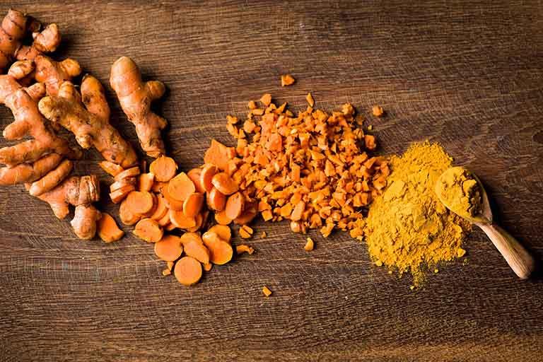 Cả Nano curcumin và Curcumin đều là một hoạt chất sinh học quan trọng được nghiên cứu và tách ra từ củ nghệ vàng