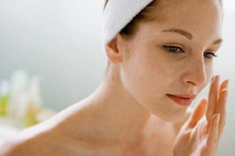 Cách chăm sóc da mặt bị tàn nhang