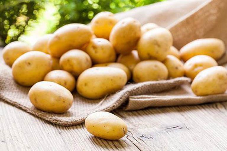 Cách trị thâm mụn cho da nhờn bằng khoai tây